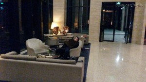 Гостиница ночью. Все сотрудники спят